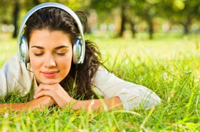 Resultado de imagem para ouvir musica